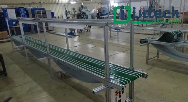 Băng tải dán gân lắp đặt tại nhà máy intech