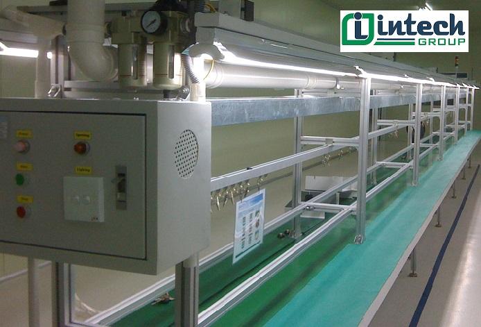 băng tải kết hợp bàn thao tác PVC