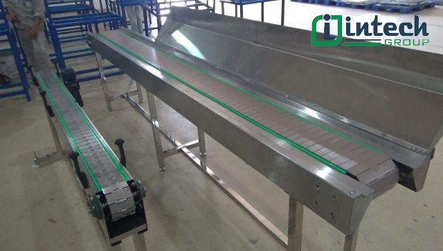 ứng dụng hệ thống băng tải xích nhựa trong công nghiệp