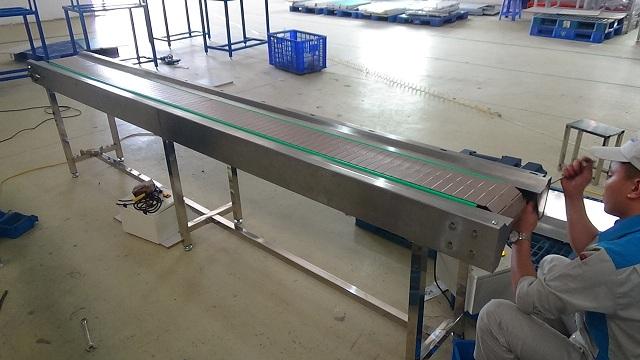 ứng dụng của băng tải xích nhựa trong sản xuất