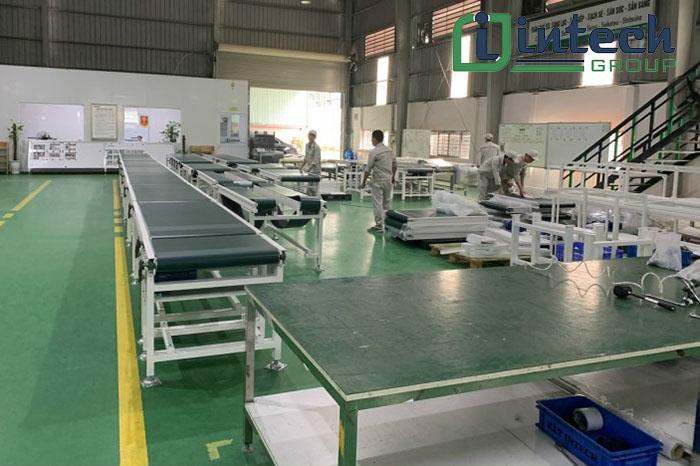 băng tải PVC xanh mặt bố trơn 2 mặt sản xuất tại intech