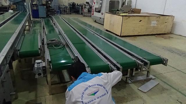 lắp ráp hệ thống băng tải công nghiệp PVC